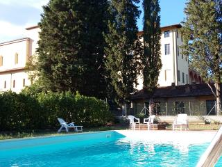 La Prua- Chianti panoramic apartment in old convent with pool