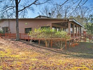 Splendid 3BR Lincolnton House w/Spacious Deck