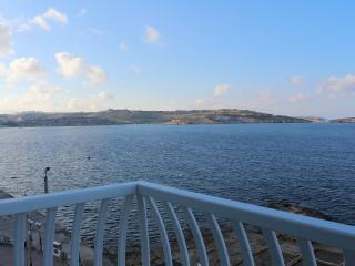 Central Duplex Seaview Penthouse, San Pawl il-Baħar (St. Paul's Bay)