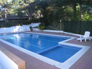 Nice Townhouse with communal pool, Calella de Palafrugell