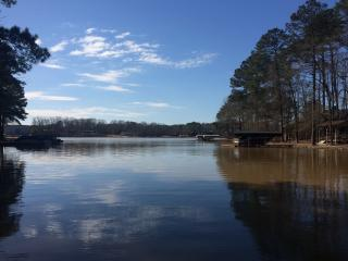 Lake Oconee Beautiful secluded Lake front home