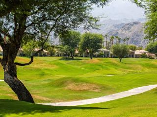 PGA WEST SOUTH FACING MOUNTAIN VIEW ON THE COURSE!, La Quinta