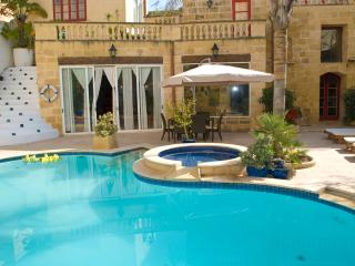 Holiday Villa for 9 Persons (possible 12), Zurrieq