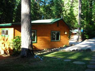 "The ""Cottage at Meadow View"" - Forested w/a Creek!, Grass Valley"