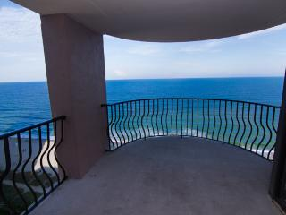 April Sale - Direct Oceanfront Condo  - Million Dollar Views- 10 Steps To  Beach, Myrtle Beach