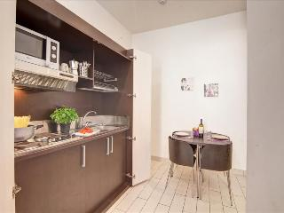 Modern 1bdr near metro station
