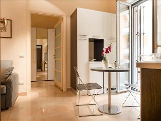 Lovely, bright flat in city center