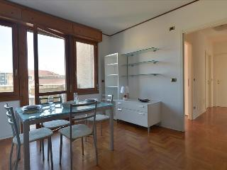Sunny 2bdr apt with lovely balcony, Bolonia