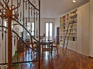 Charming flat steps from Piazza Maggiore and two towers!