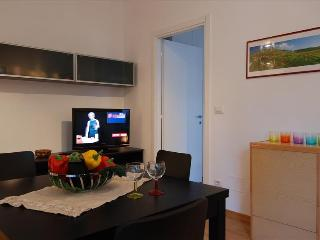 Fully renovated flat with parking, Bologna