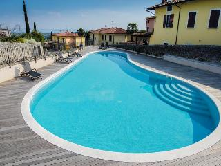 Bright 2bdr flat on Garda lake