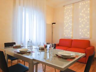 Brand new apt with WiFi in city center, Bologna