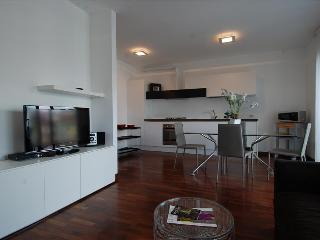 Spacious 2bdr with a terrace, Milão