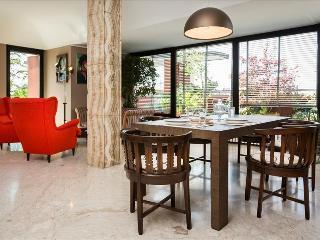 Elegant penthouse w/terrace