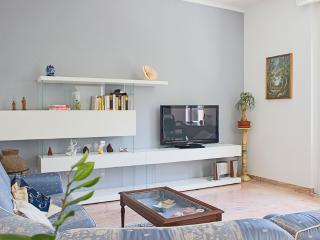 Bright 4bdr apt close to subway, Napoli