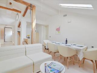 Fulcanelli - Marvelous 3bdr in the center Palazzo Banchi, Bolonia