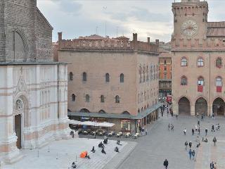 Uguzzoni - 2bdr in the heart of Bologna Palazzo Banchi