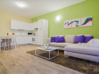 Colorful 2bdr with external patio on Iseo Lake