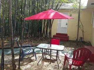 Cozy6 Short/Long Term Vacation Apartment, Miami
