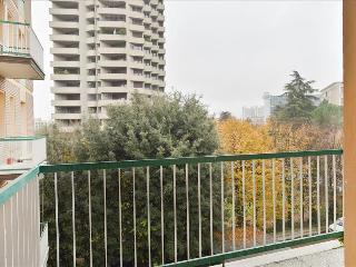 Bright 1bdr apt with balcony