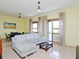 Large , bright 3bdr with a balcony