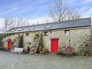 MRS DELANEY'S LOFT, cosy studio apartment on pony farm, close to fishing