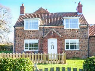 LILAC FARM COTTAGE, red brick cottage, enclosed patio, pet-friendly, open views, adjacent to owner's horse racing yard, Thornton-le-Dale, Ref 933166, Thornton-Le-Dale