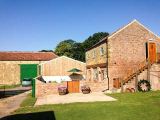 HIGHTHORNE FARM COTTAGE, detached, converted granary, lovely views, ample walking and cycling, in Husthwaite, Easingwold, Ref 933415