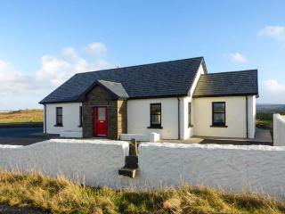 HILLCREST HAVEN detached, en-suite, excellent walks and cycling, garden in Kilfe