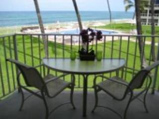 *Beautiful Beachfront Condo with Sunsets and Pool*, Waianae