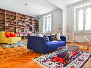 Elegant 2bdr close to the metro