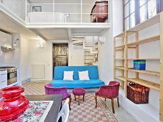 Bright studio with a loft, Roma