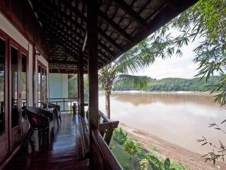 Bambou Suite Twin with view of the Mekong river