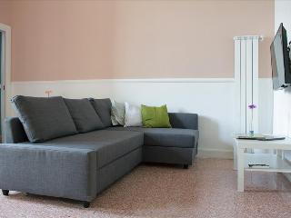 Charming 1bdr apt w/terrace, Naples