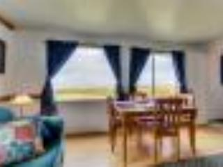 Ocean Front Cottage Sleeps 16. Pets OK; 2 Kitchens