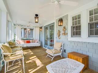 Stunning 3BR house in WaterSound, screened porch  - Captain's Cottage, Santa Rosa Beach