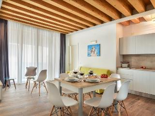 Charming 3bdr flat with balcony in Venice