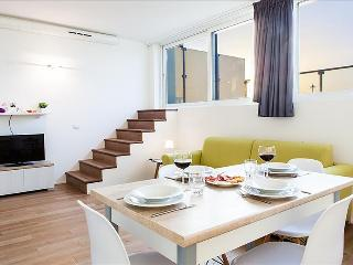 Colombina 32 - Bright duplex apt with terrace
