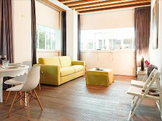 Bright 2bdr steps from Rialto, Venecia