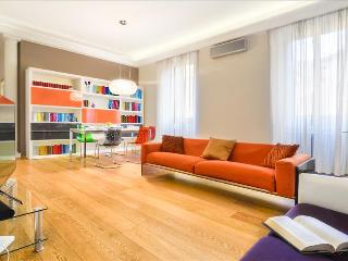 Bright and luxurious 2bdr in the heart of Milan