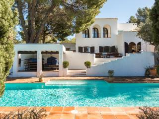 8 bedroom villa, 2 pools, 2 yurts & a tennis court, Sant Antoni de Portmany