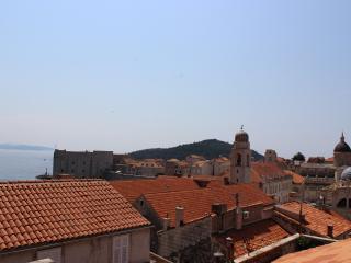 Apartment Nina - Triplex Apartment with Balcony, Dubrovnik