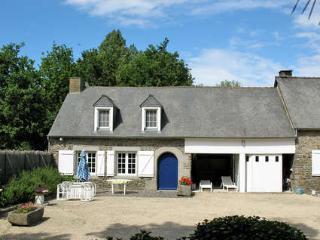 Pavillon T3 dans propriété ,Etang,piscine chauffée, Roz-Landrieux