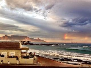 Spanish Steps Beach Home, Bloubergstrand