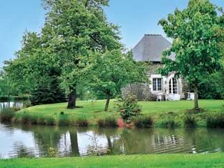 Pavillon T2 dans propriété, Etang, piscine chauffé, Roz-Landrieux