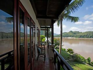 Bambou Suite Double with view of the Mekong river