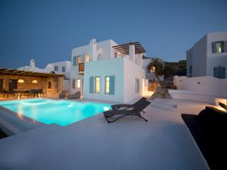 3 BDR Villa Pearl w private pool, amazing sea view, Ornos