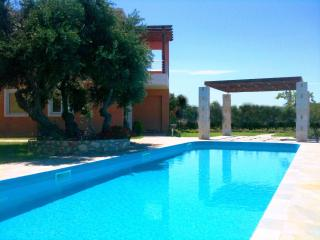 Luxury apartment  with pool, near Tersanas beach., Chorafakia