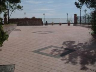 Parking ( for free) of The villa, rare in Taormina