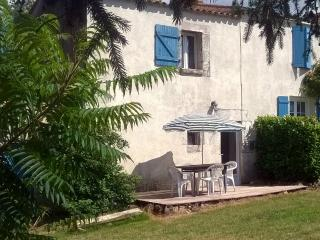 Stone Cottage with B&B Service, Saint-Vincent-sur-Graon
